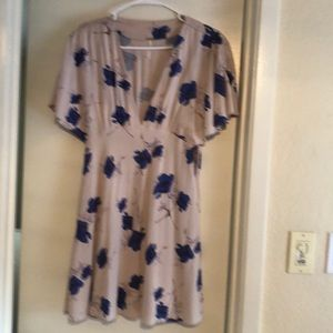 Floral Print with side pockets Like New!